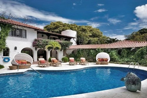 kidney shaped swimming pool at elsewhere barbados